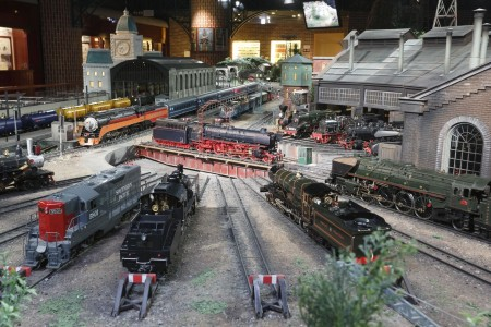 Exciting model train exhibition and experience of making Cup Noodles