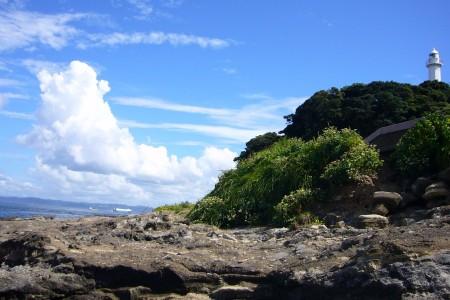 欣赏从观音崎灯台到浦贺水道的交错船只