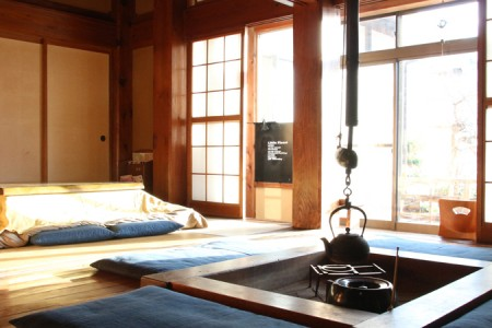 Stay at a traditional home in Kamakura with an irori fireplace.