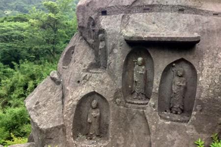 Visite des bouddhas en pierre de Hakone et des sources thermales d'Ashinoyu