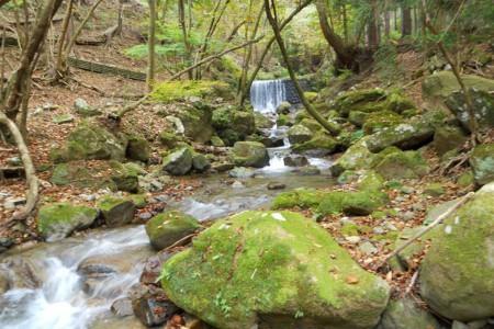 欣賞有如世外桃源的「不動尻」溪谷之美與七澤溫泉