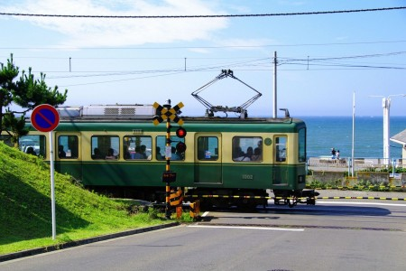 Visit Kamakura via Enoshima on the local train Enoden