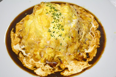 A trip tasting the delicate, creamy omlette made with the freshest eggs in Tanzawa