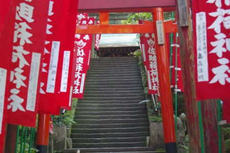 Old shrines in the ancient capital of Kamakura where you can feel the vestiges of the samurai