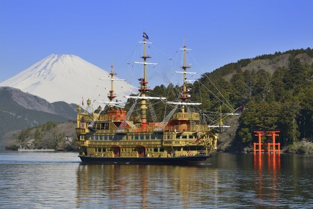 New model of a pirate ship and Hakone Ekiden Museum