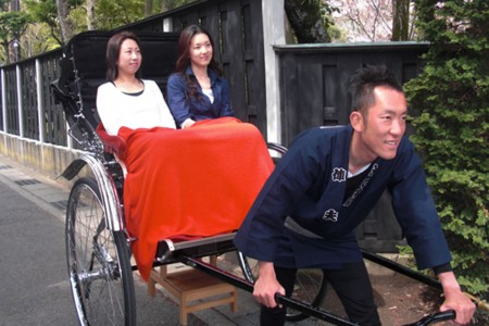 Move around Kamakura wearing a kimono on a rickshaw and try sculpture