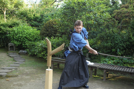 Meditate in the temples of Kamakura and experience a sword quickdraw!