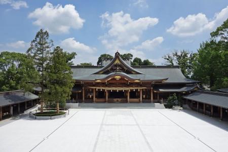 Parcourez les temples et sanctuaires de Samukawa et lancez-vous dans la copie de sutra