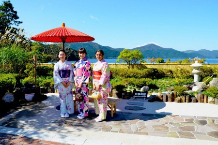 A Hakone tour exploring Japanese culture. Experience traditional clothing as you enter Hakone.