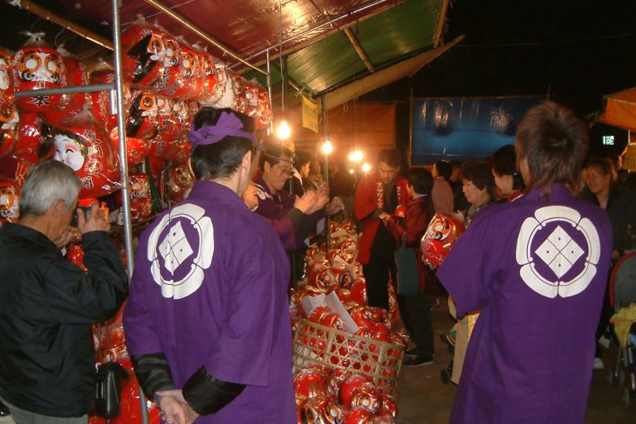 Sakawa River and December Daruma Market Walk
