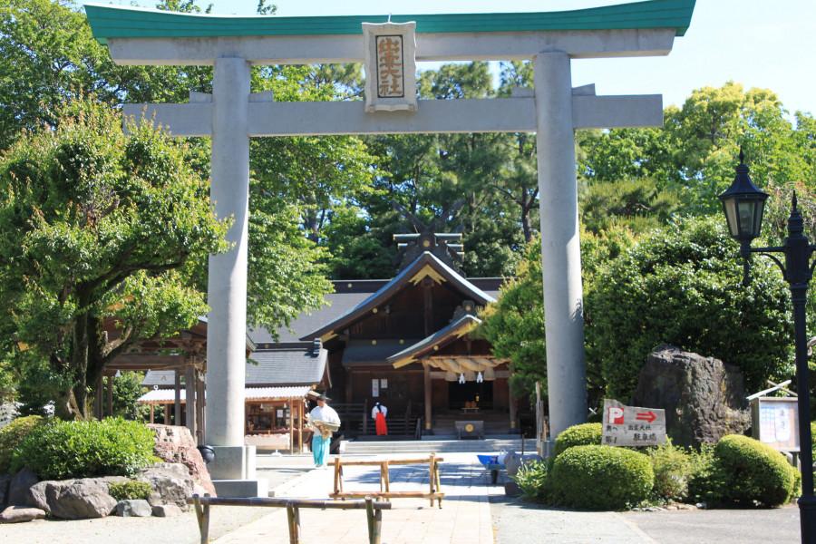 Genießen Sie Feste und die ganzjährige Schönheit des Roubai Gartens und des Izumo Schreins