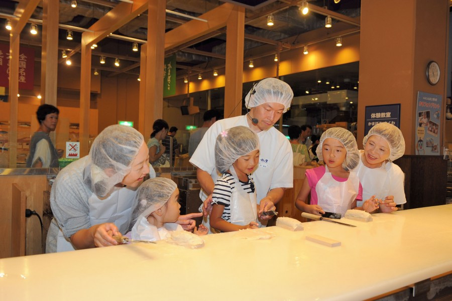 오다와라의 요리를 마음껏 드시고 활기찬 하코네에서 쇼핑하세요