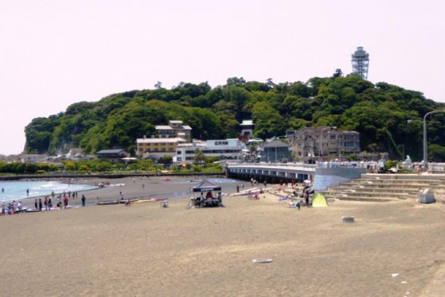 Promenade jusqu'à Enoshida pendant la marée basse