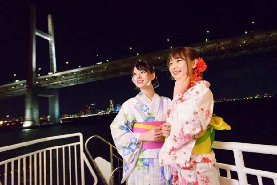 Spüren Sie die kühle Meeresbrise von Yokohama, während Sie in einem leichtem Yukata gekleidet sind