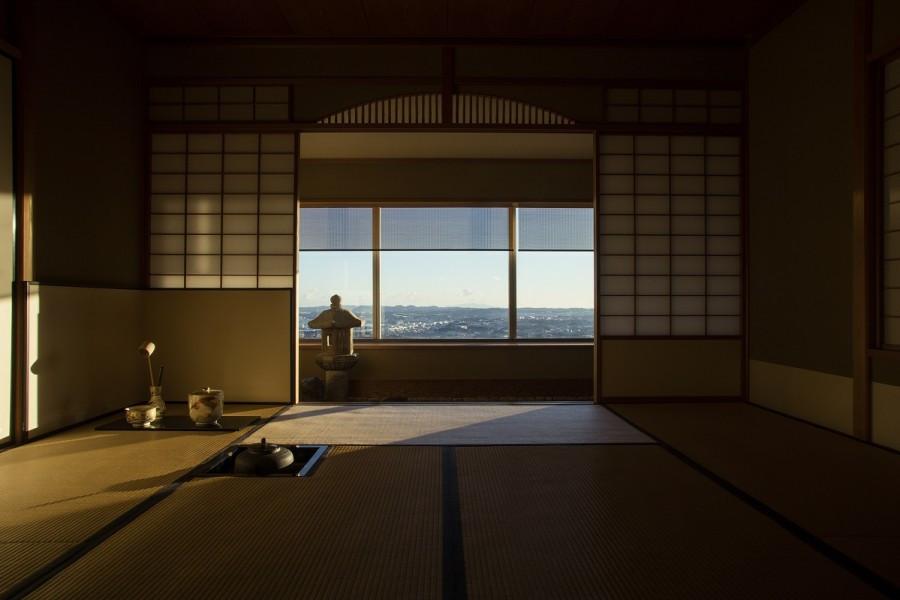 요코하마의 장엄함: 유명한 우유, 구름 속의 다방, 여름 불꽃놀이