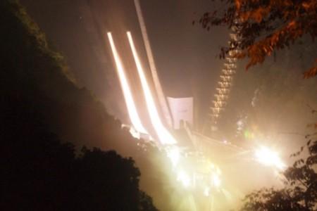 宫濑坝夜间观光开放水闸活动