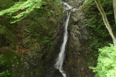 Niju Wasserfälle