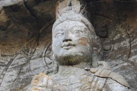 Magaibutsu (tượng Phật tạc trên mặt đá)
