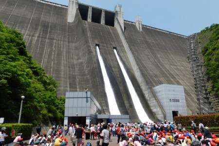 Miyagase Dam Sightseeing (Opening of the Floodgates)