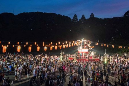 Fireworks at a temple !? Dance the night away with a monk at Matsuribayashi