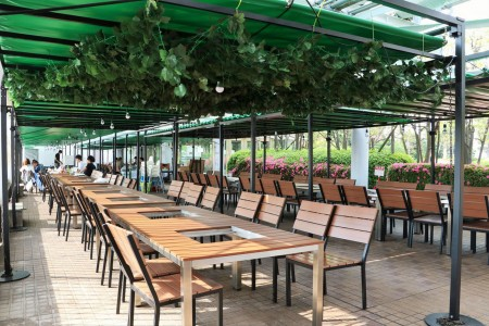 สวนเบียร์บนดาดฟ้าในฤดูร้อน พร้อมบาร์บีคิว (เดะจิคิว บาร์บีคิว เทอเรส, ร้านโยโกฮะมะ จอยนัส)
