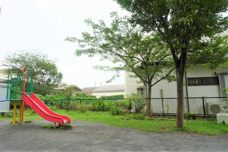 Le parc de la rue Matsugaoka Rachien