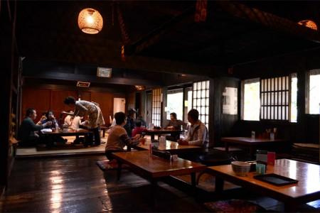 """Nhà hàng mỳ Soba """"Shirakawa-go"""" (bên trong bảo tàng Nihon Minka-en)"""