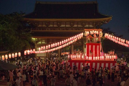 เทศกาลมิทามะแห่งวัดทางพุทธศาสนานิชิเร็น อิเคะกะมิ ฮอนมอนจิ & บง โอโดริ