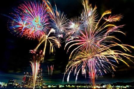Feiertag der Stadtverwaltung von Kawasaki - Tamagawa Feuerwerksfest