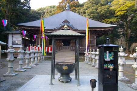 Visit a temple of romance and marriage  and Nanasawa Forest Park where you can enjoy  seasonal nature