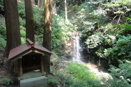"Les cascades ""Chigiri no rokutaki"""