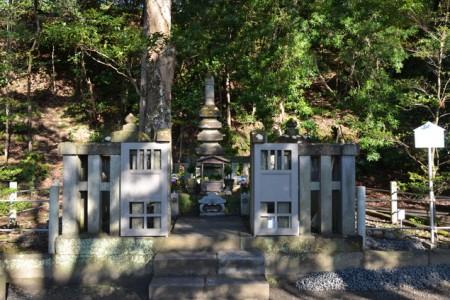 Tombeaux de Minamotono Yoritomo