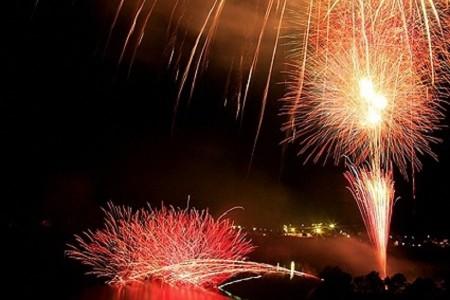 งานเทศกาลดอกไม้ไฟที่ทะเลสาบทันซาวะ