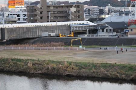 Tsurumi-gawa Flussufer