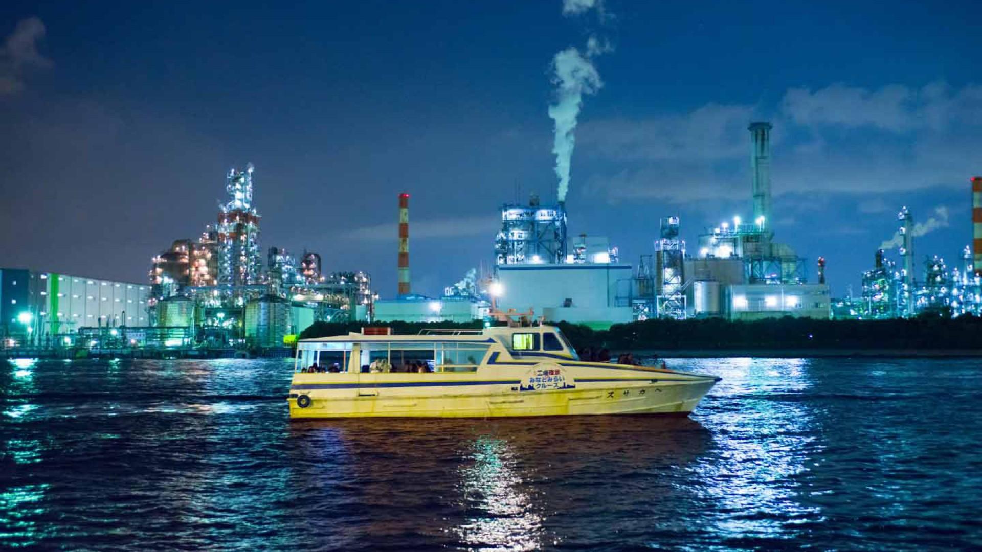 Keihin Fabrik Ansicht bei Nacht und Minato Mirai Kreuzfahrt