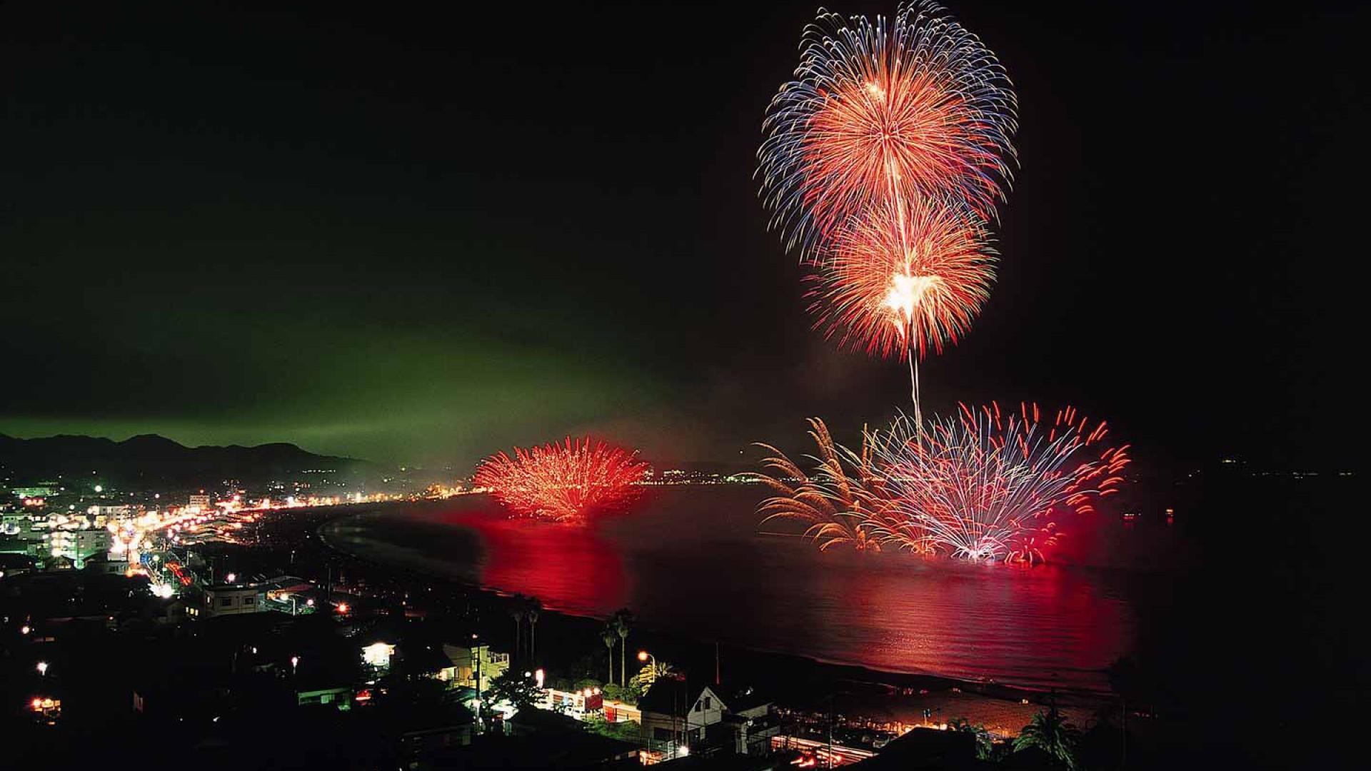 Lễ hội pháo hoa Noryo bên bờ biển Miura