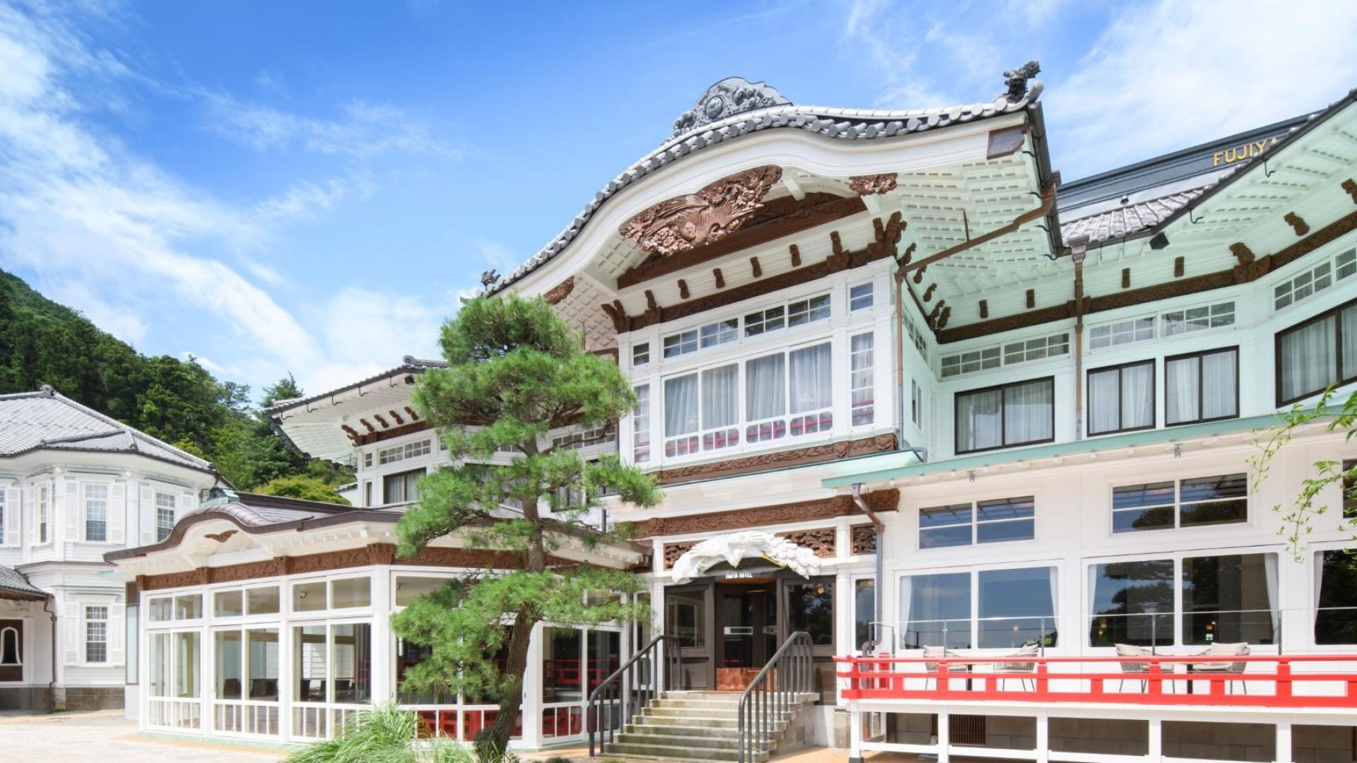 Fujiya Hotel Show Plates