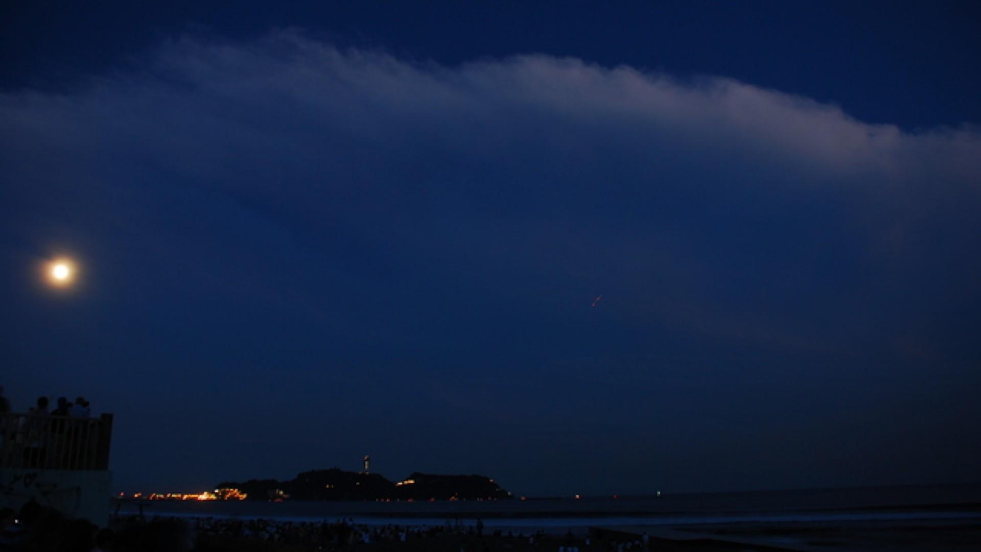 """Le site des """"Cent vues de la lune au Japon"""" d'Enoshima"""