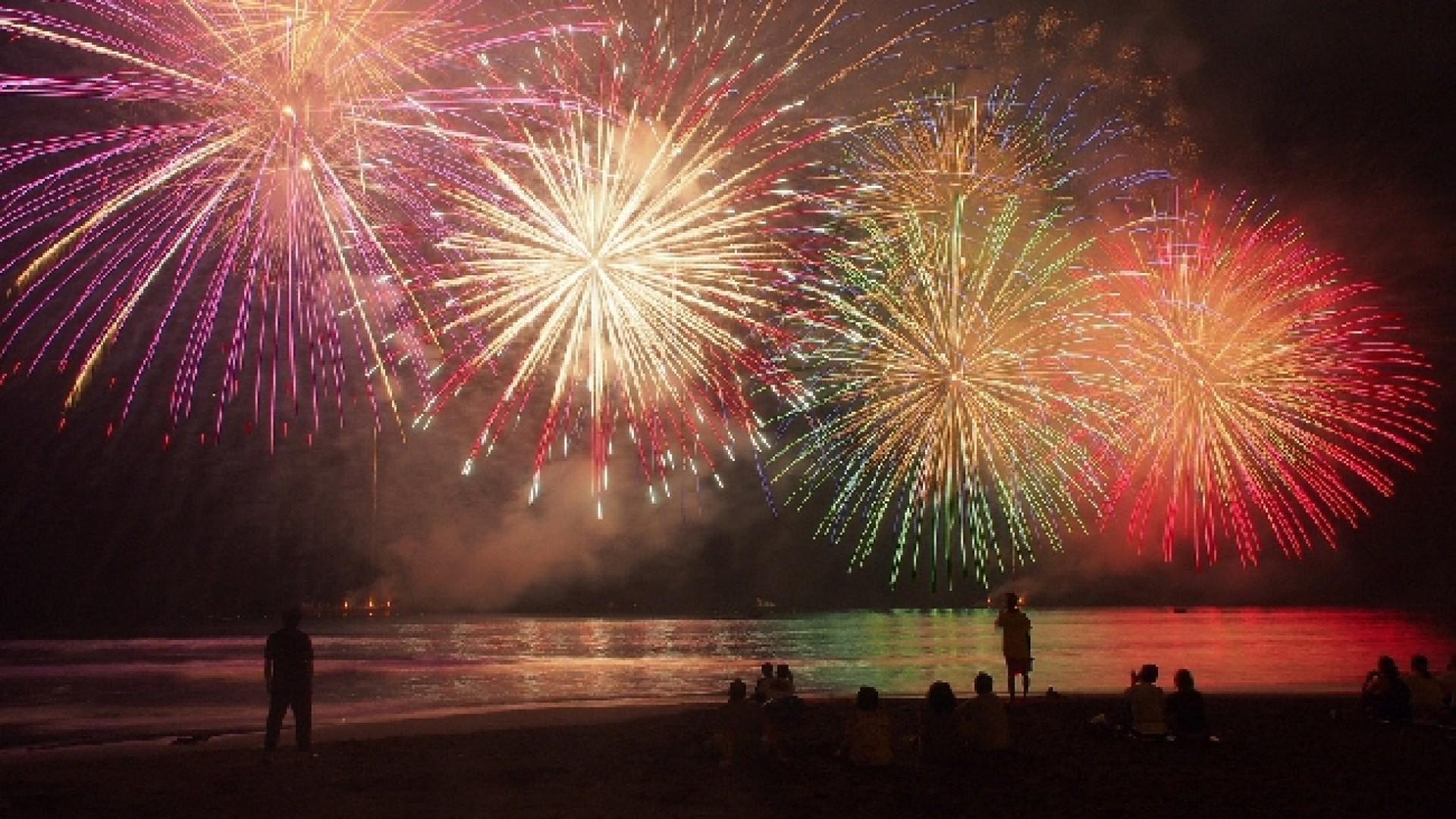 Festival de feux d'artifice maritimes de Yugawara Onsen