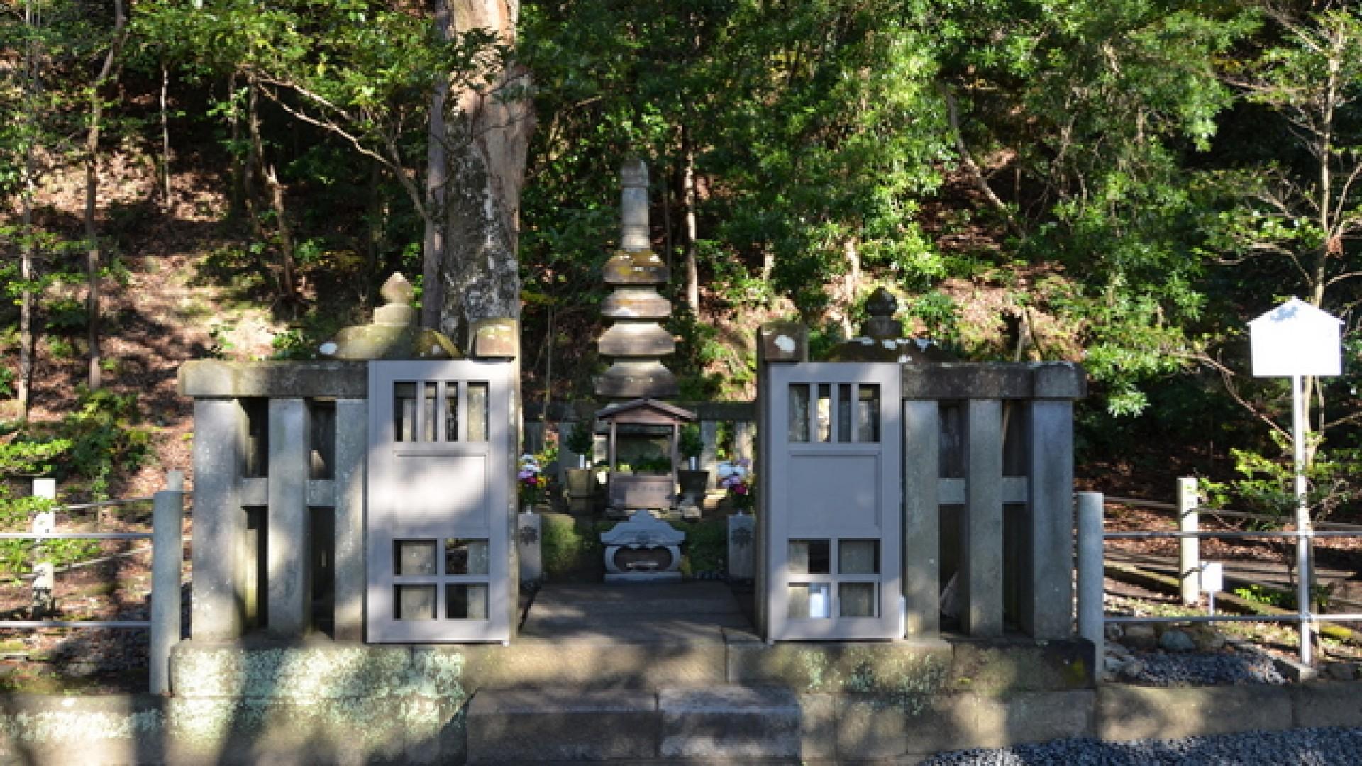 Ngôi mộ của Minamoto no Yoritomo