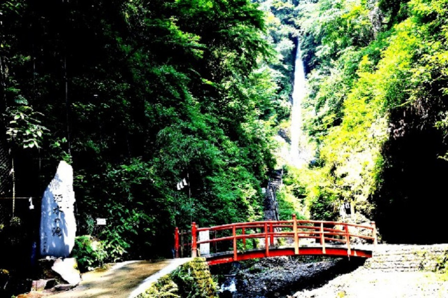 Shasui-no-Taki Waterfall