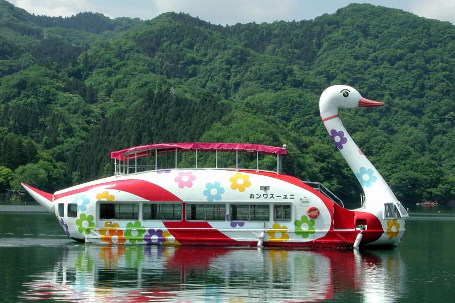 일본최초의 백조형 유람선「스완마루호」(카츠세관광) - 2