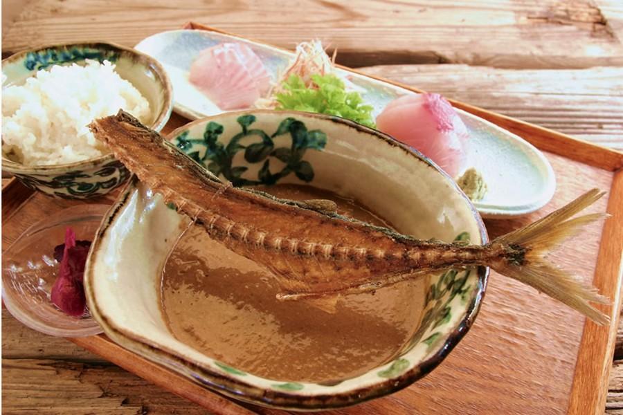 Le restaurant Enochima Koya ( un repas composé de poisson frais) - 1