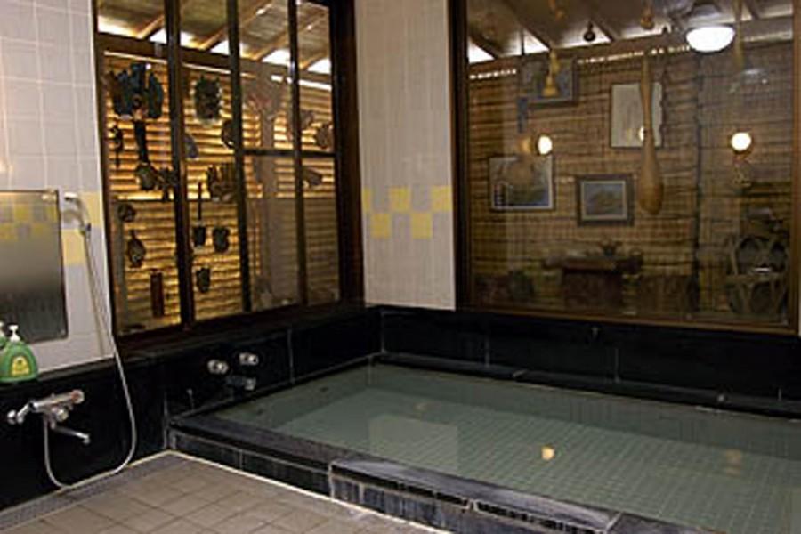 พิพิธภัณฑ์โรงแรมอะซึตงิ (น้ำพุร้อนทรอน)