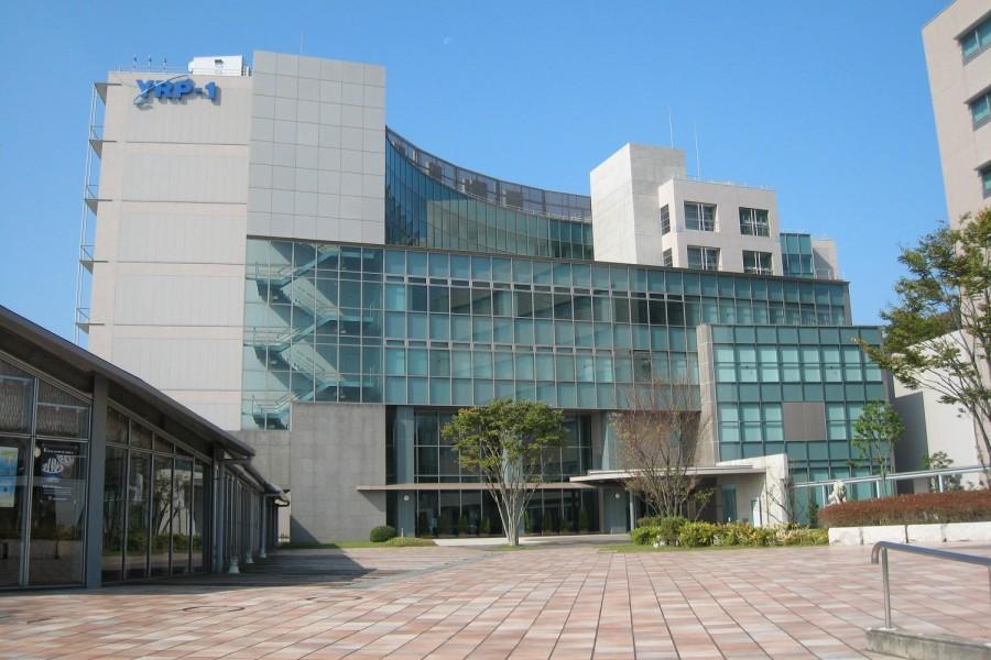 Le centre de recherche de Yokosuka (bâtiment du Centre YRP n ° 1)