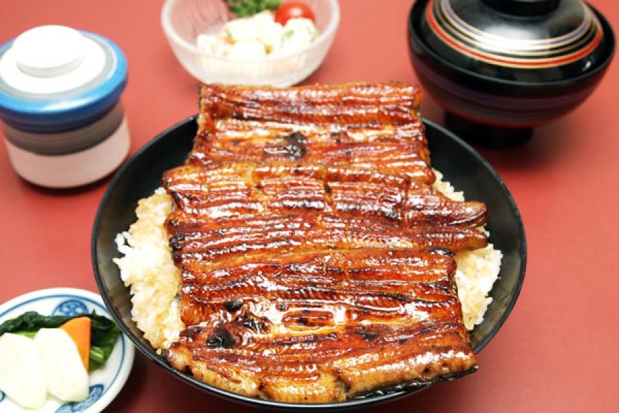 Suminobo Tomita-cho Restaurant (Mishima's Spezialität; Unagi Mittagessen (gegrillter Aal))