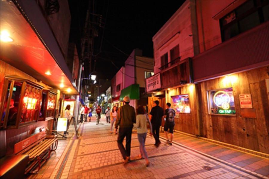 Yokosuka Dobuita Straße - 1
