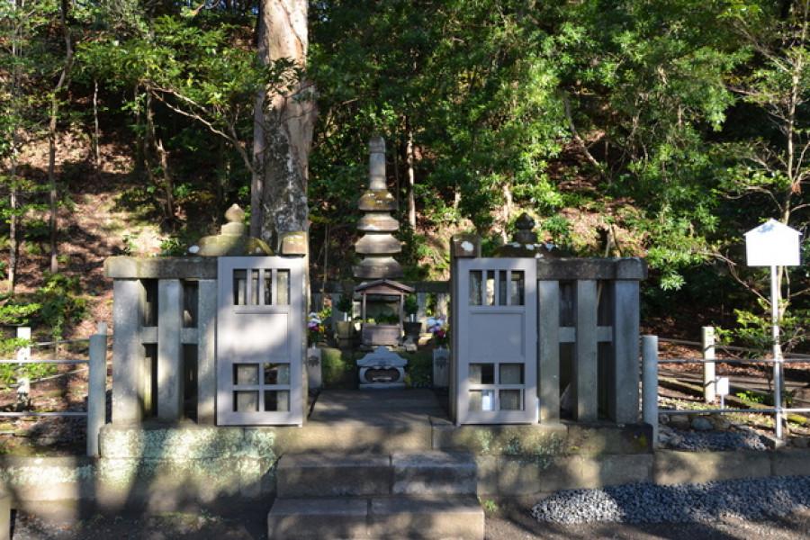 หลุมฝังศพของมินะโมะโตะโนะ โยะริโตะโมะ