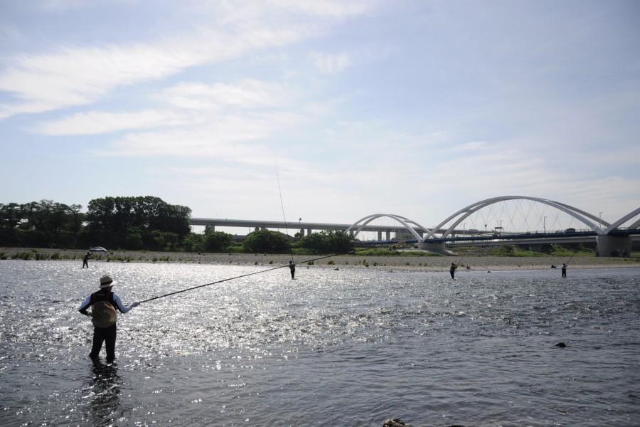 ริมฝั่งแม่น้ำ (แม่น้ำสะกะมิในเมืองอะซึตงิ)